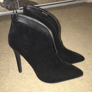 Forever 21 Black suede heeled ankle bootie shoes 8